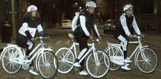 Нова ултра-рефлективна боја за побезбедно возење велосипед